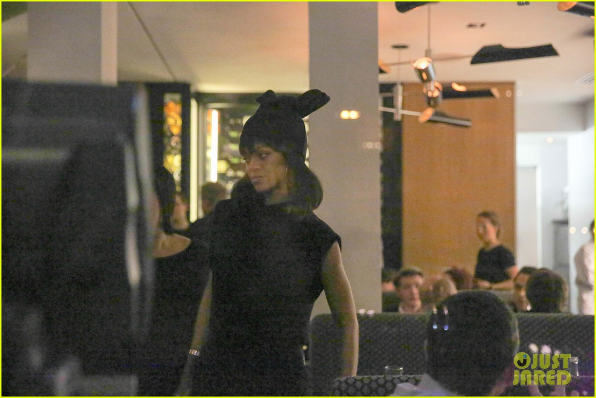 rihanna drake spotted on dinner date in amsterdam 26