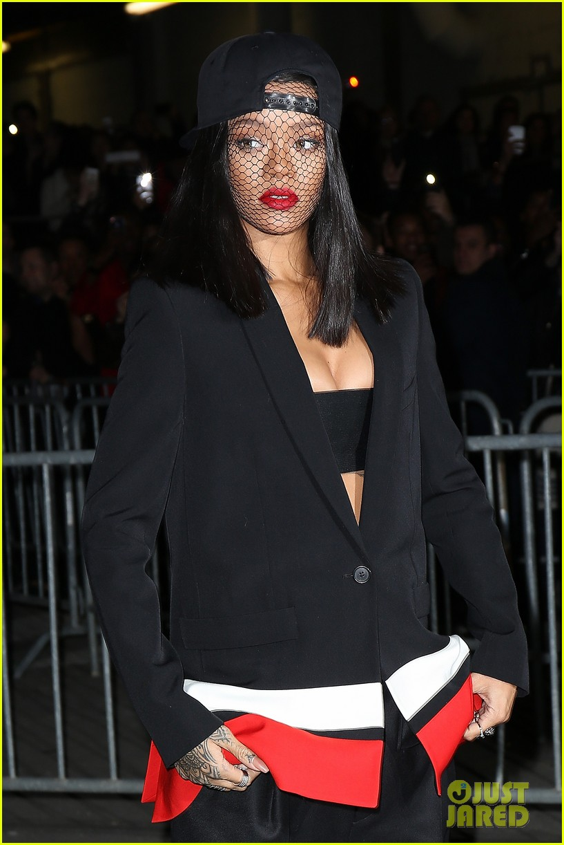 rihanna continues fashion week fun in paris 02