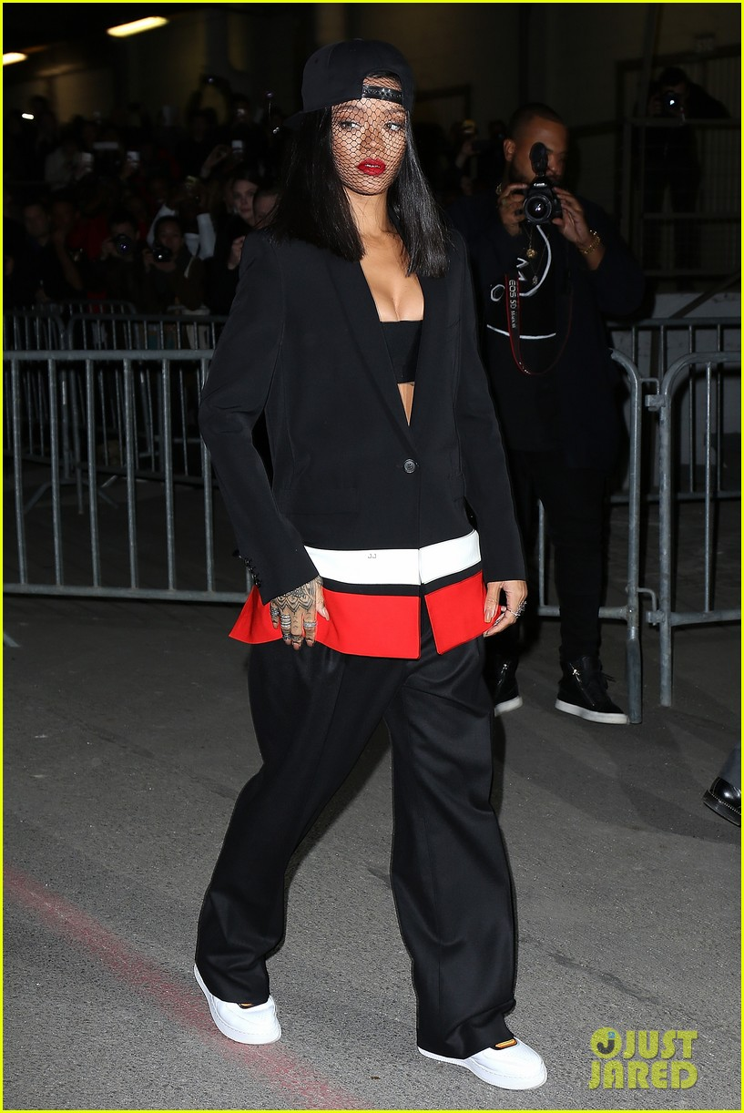 rihanna continues fashion week fun in paris 063065634