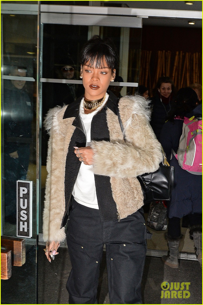 rihanna steps out in style to visit the dentist 023074672