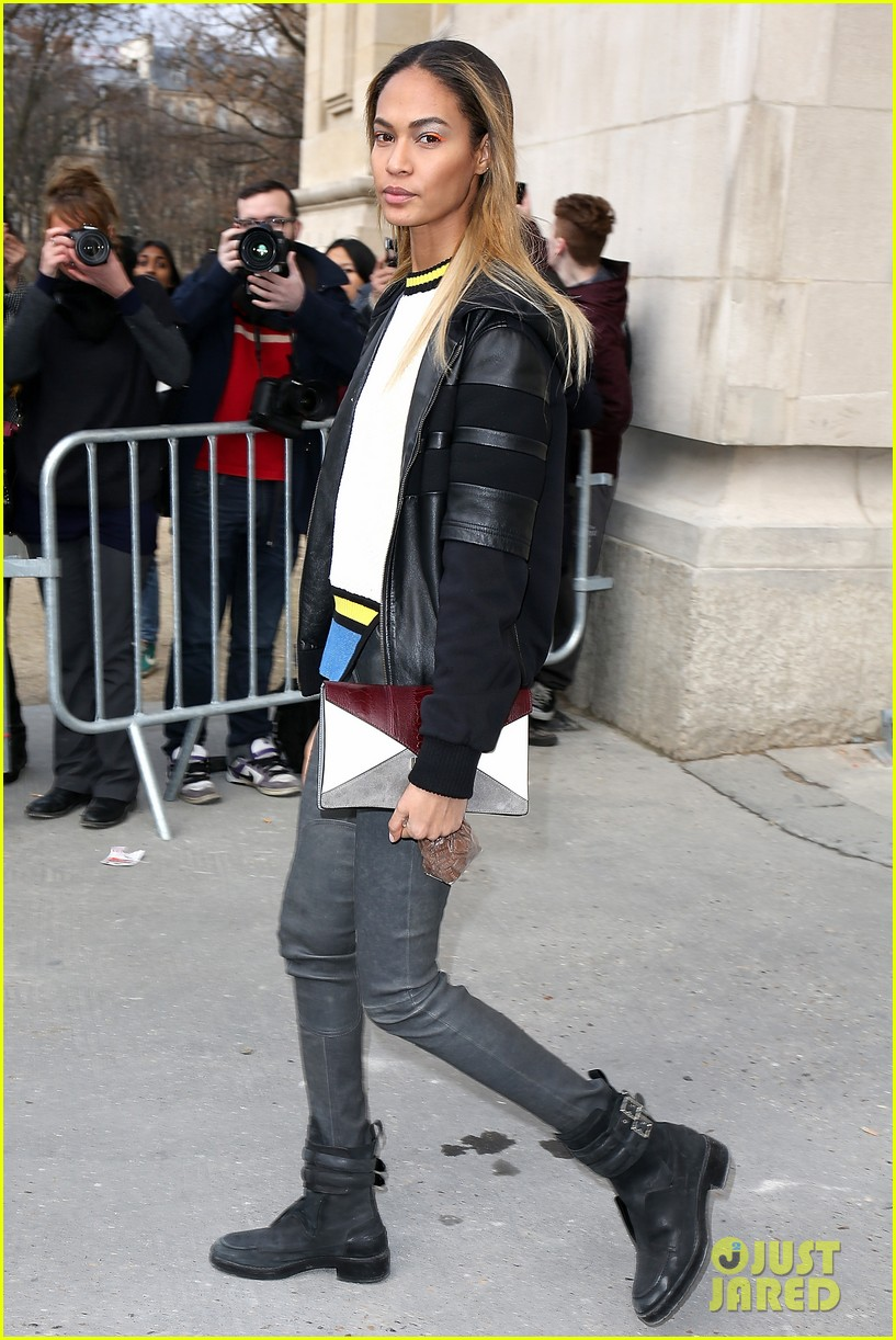 rihanna wears stylish sneakers to chanel fashion show 033065903