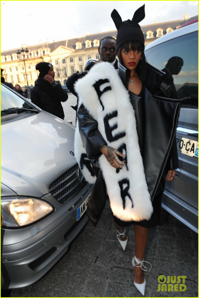 rihannas fur stole is covered in fear at paris fashion show 053063319