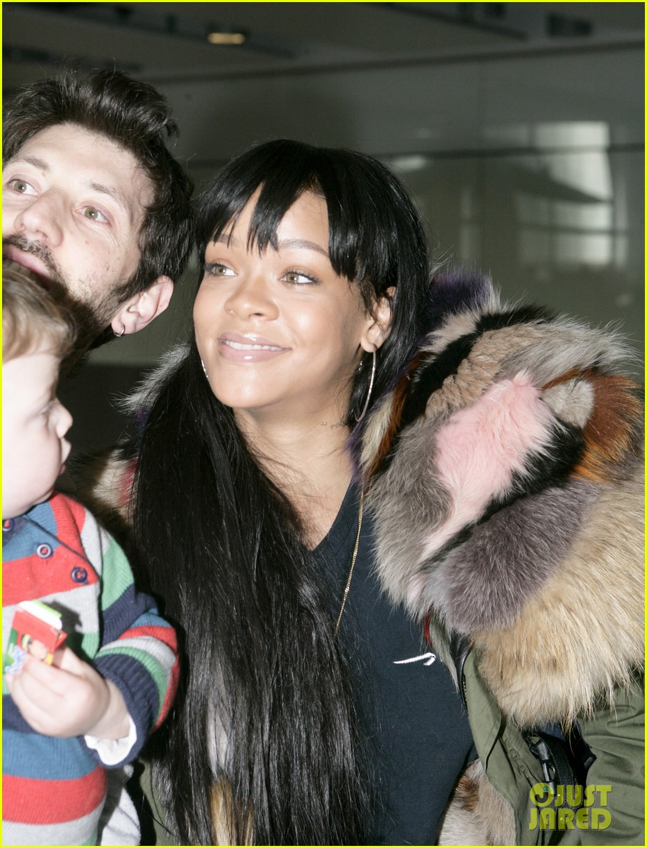 rihanna flies to london after using teen mom 06