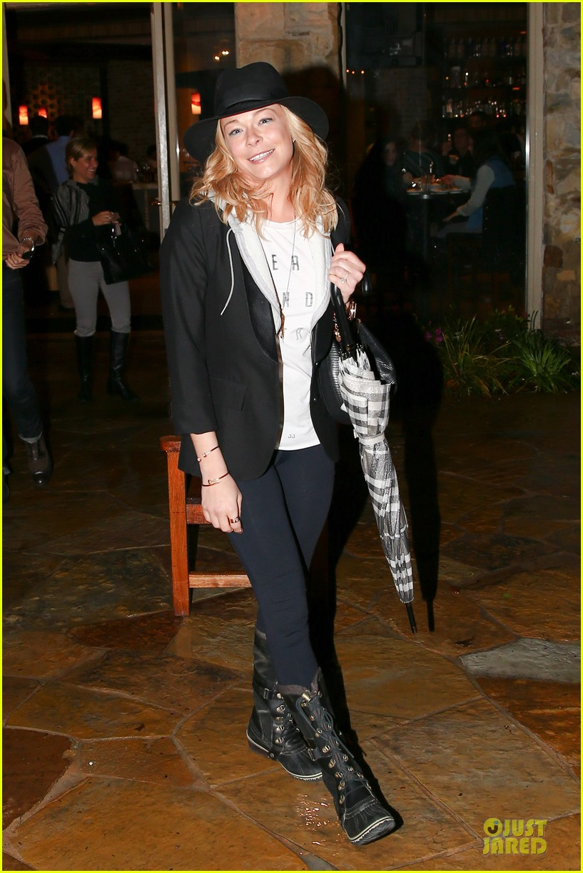 leann rimes fights rain storm with umbrella at tosconova restaurant 063062638