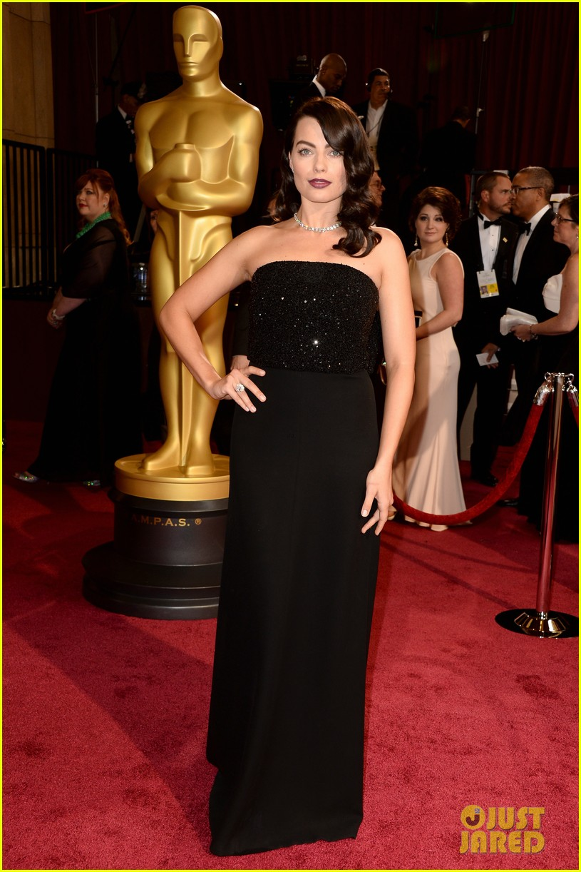 margot robbie debuts new brunette hair at oscars 2014 01