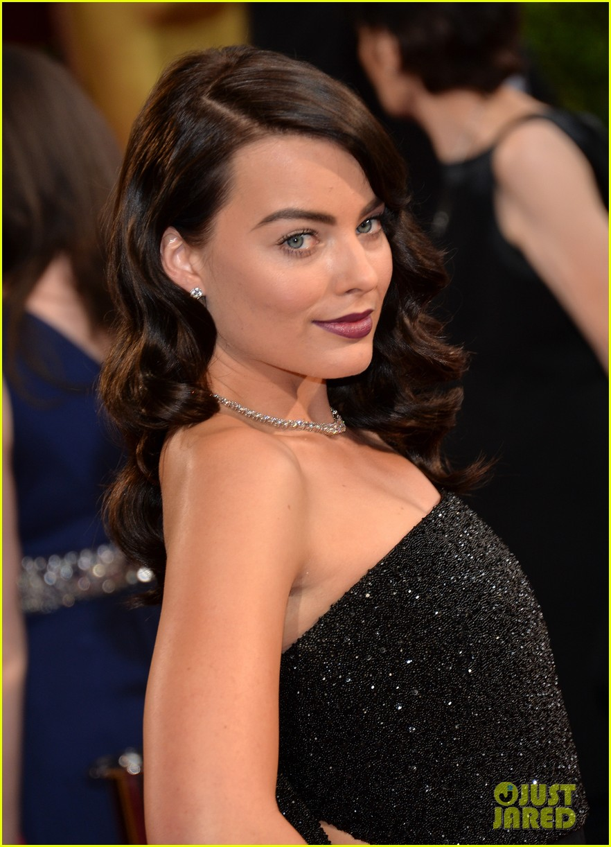 margot robbie debuts new brunette hair at oscars 2014 08