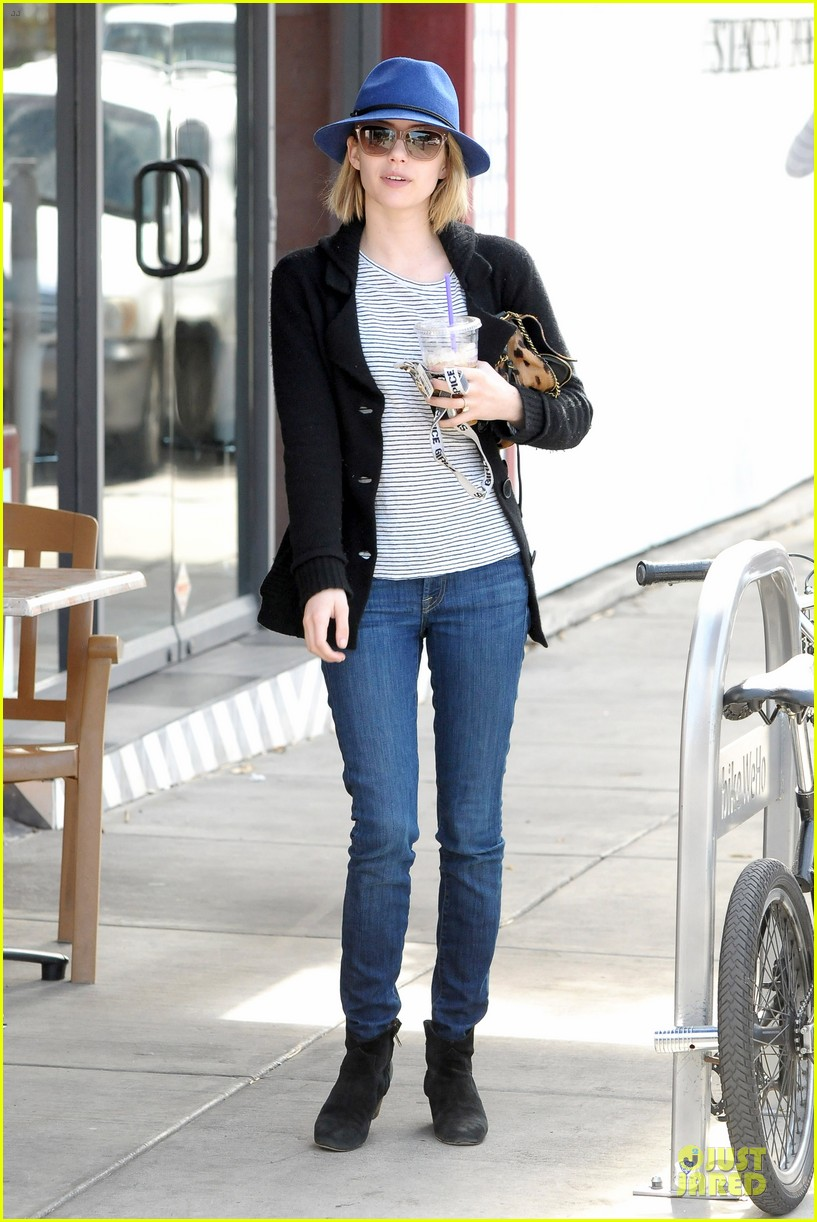 emma roberts enjoys catching up on girls 133069617