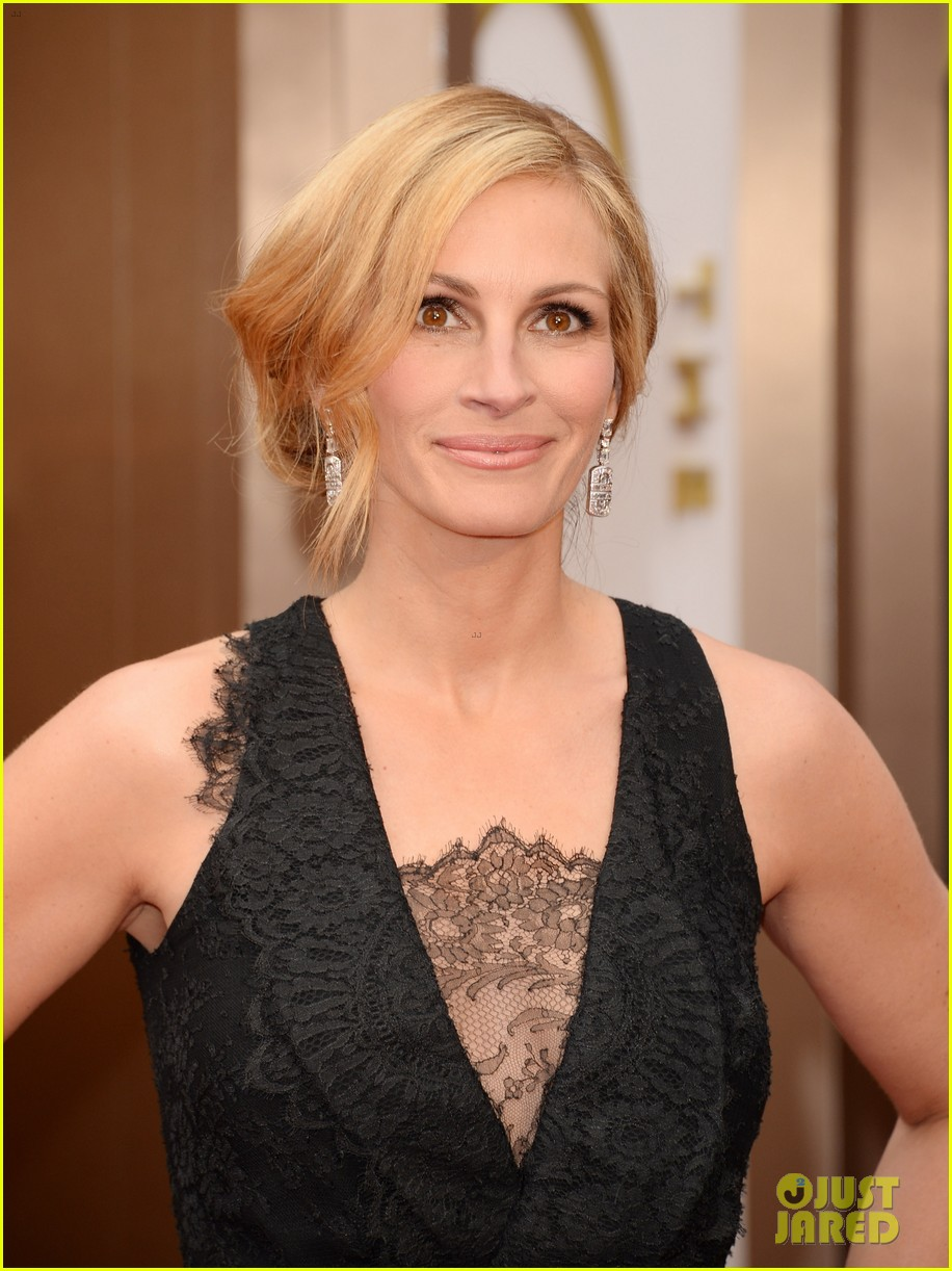 julia roberts oscars 2014 red carpet 01