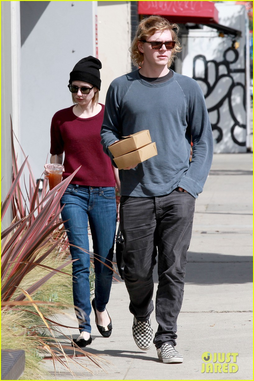 emma roberts engagement ring is the perfect accessory for outing with evan peters 15