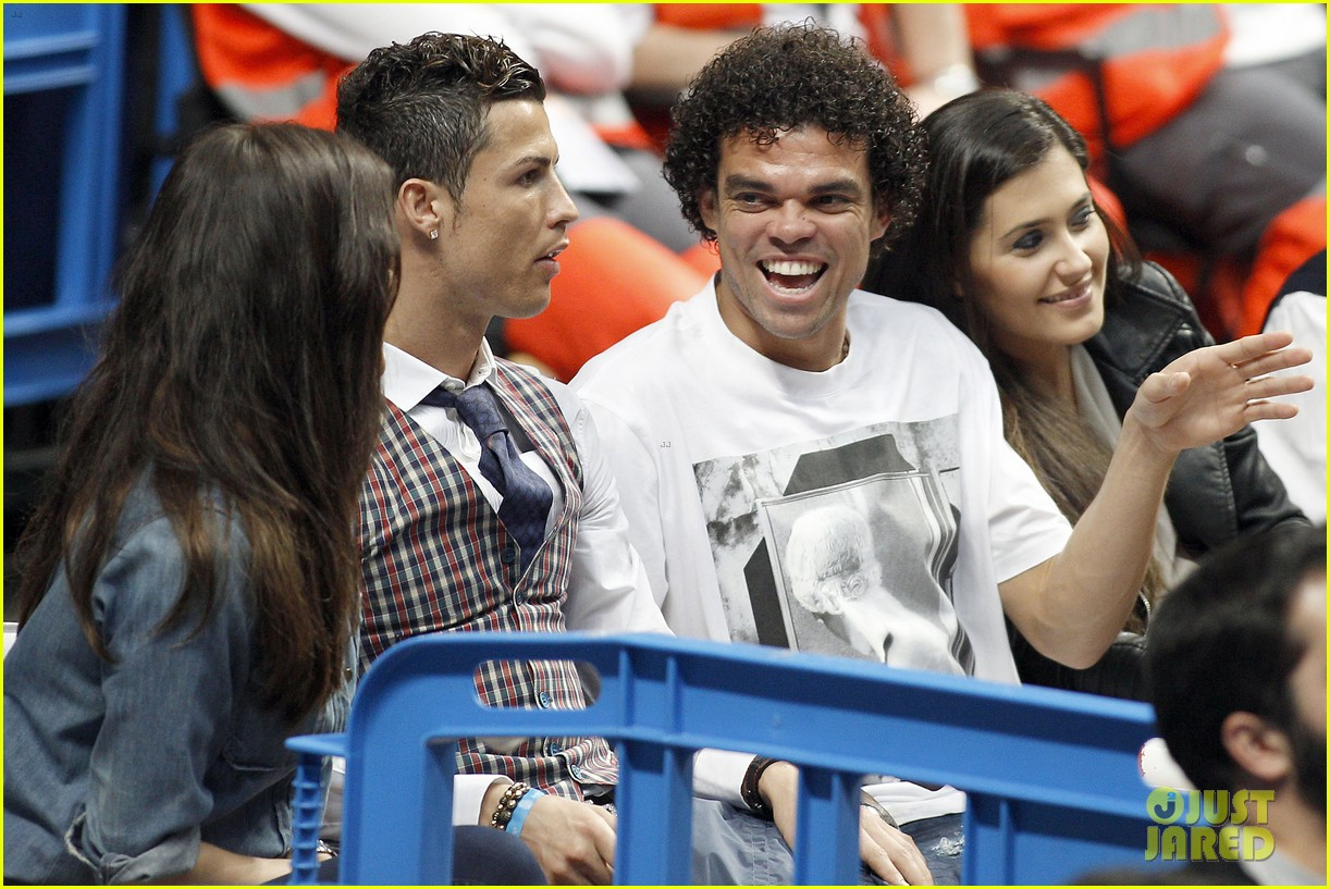 cristiano ronaldo irina shayk courtside couple 11