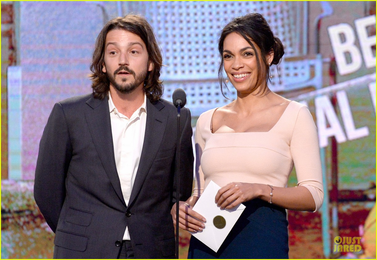 rosario dawson stunning presenters at independent spirit awards 2014 04