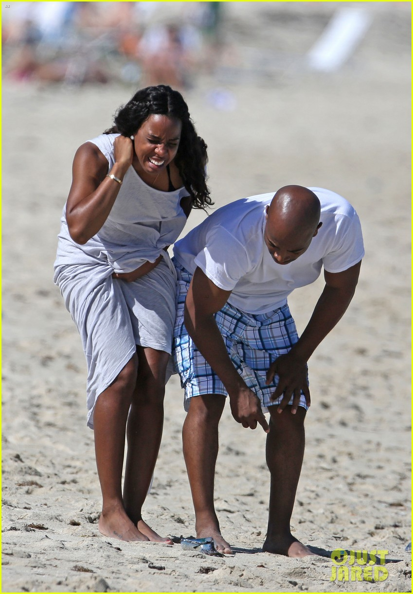 kelly rowland miami beach babe with fiance tim witherspoon 103073260