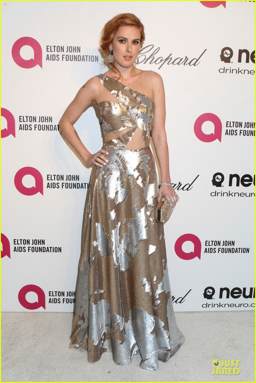 rumer willis stuns in metallic dress at elton john oscars party 2014 013064359