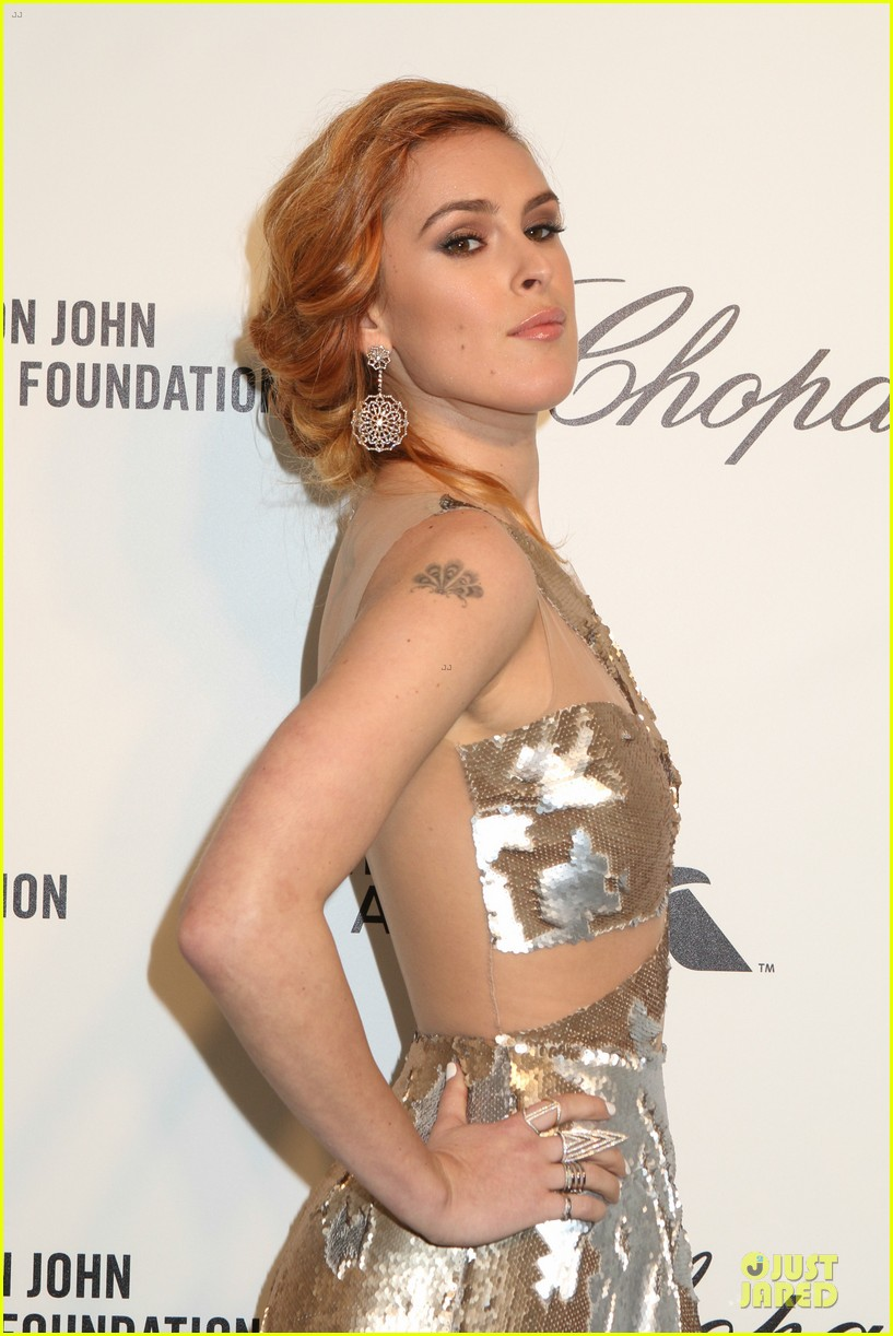 rumer willis stuns in metallic dress at elton john oscars party 2014 023064360