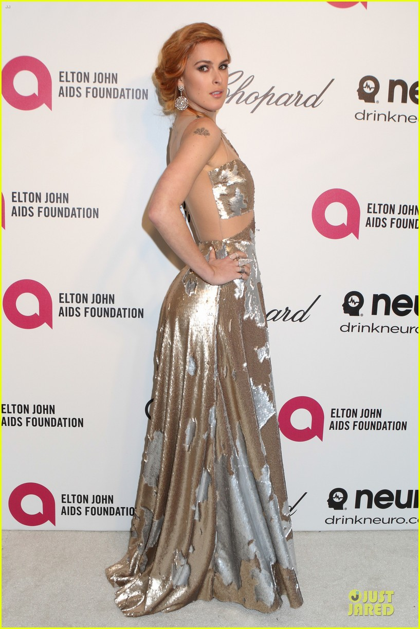 rumer willis stuns in metallic dress at elton john oscars party 2014 10
