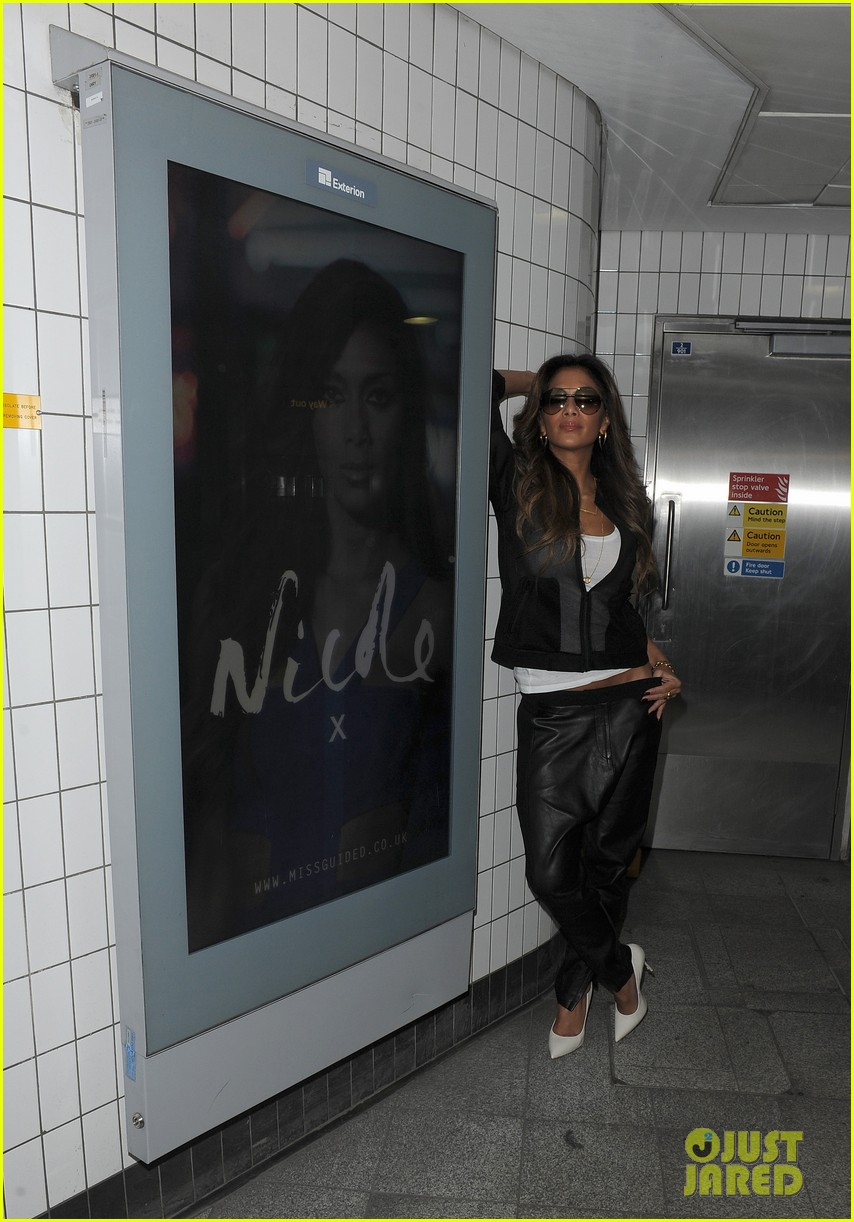 nicole scherzinger promotes new clothing line poses with her own advertisements 05