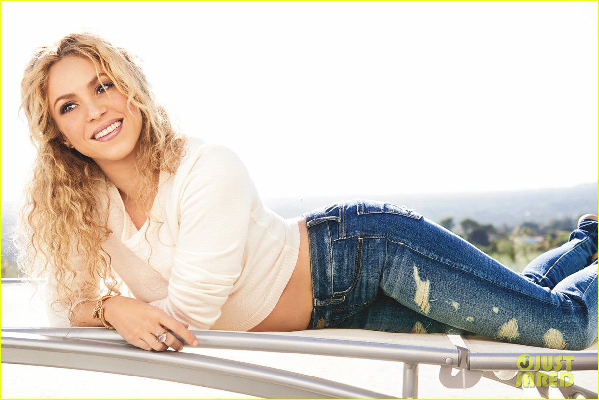 shakira shows her abs for womens health april 2014 033070598