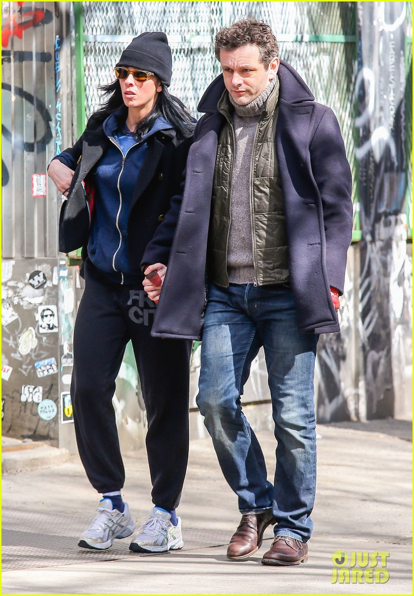 michael sheen sarah silverman hold hands romantic stroll 04