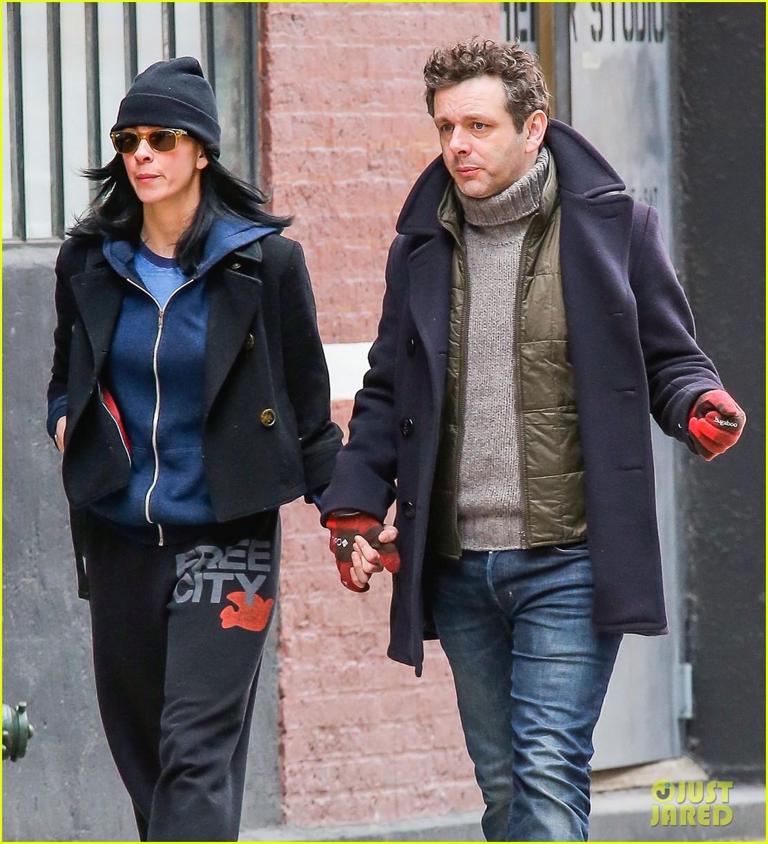 michael sheen sarah silverman hold hands romantic stroll 09