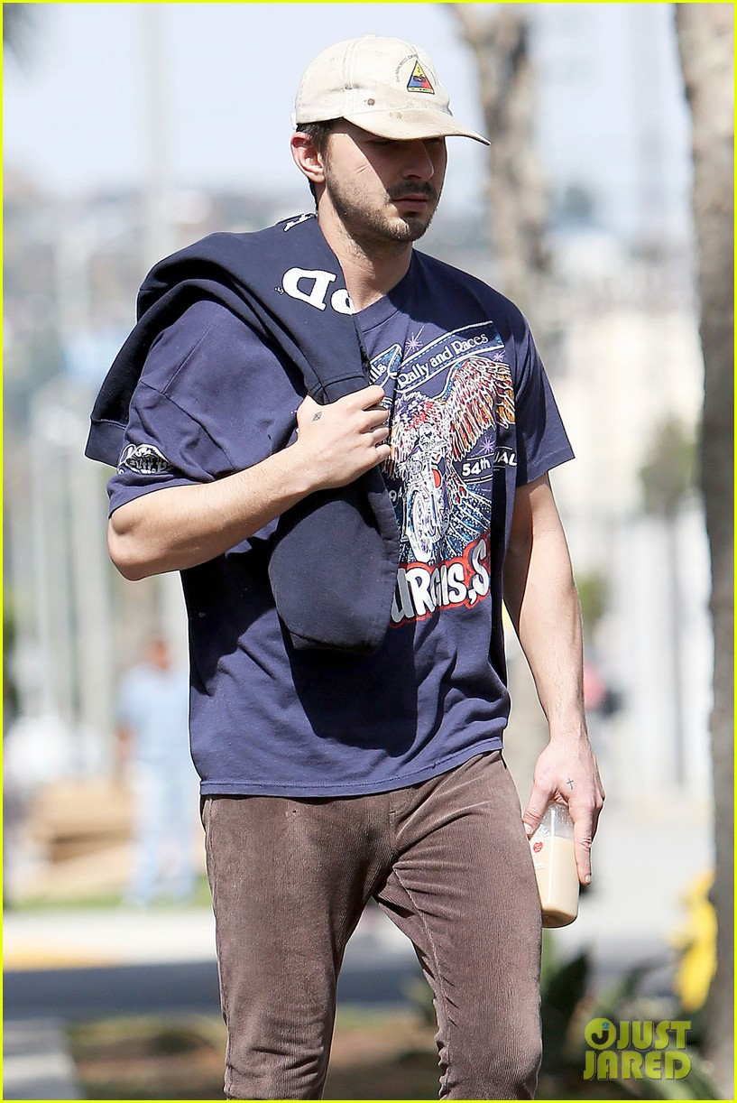 shia labeouf finds a parking ticket on his windshield after workout 103065964