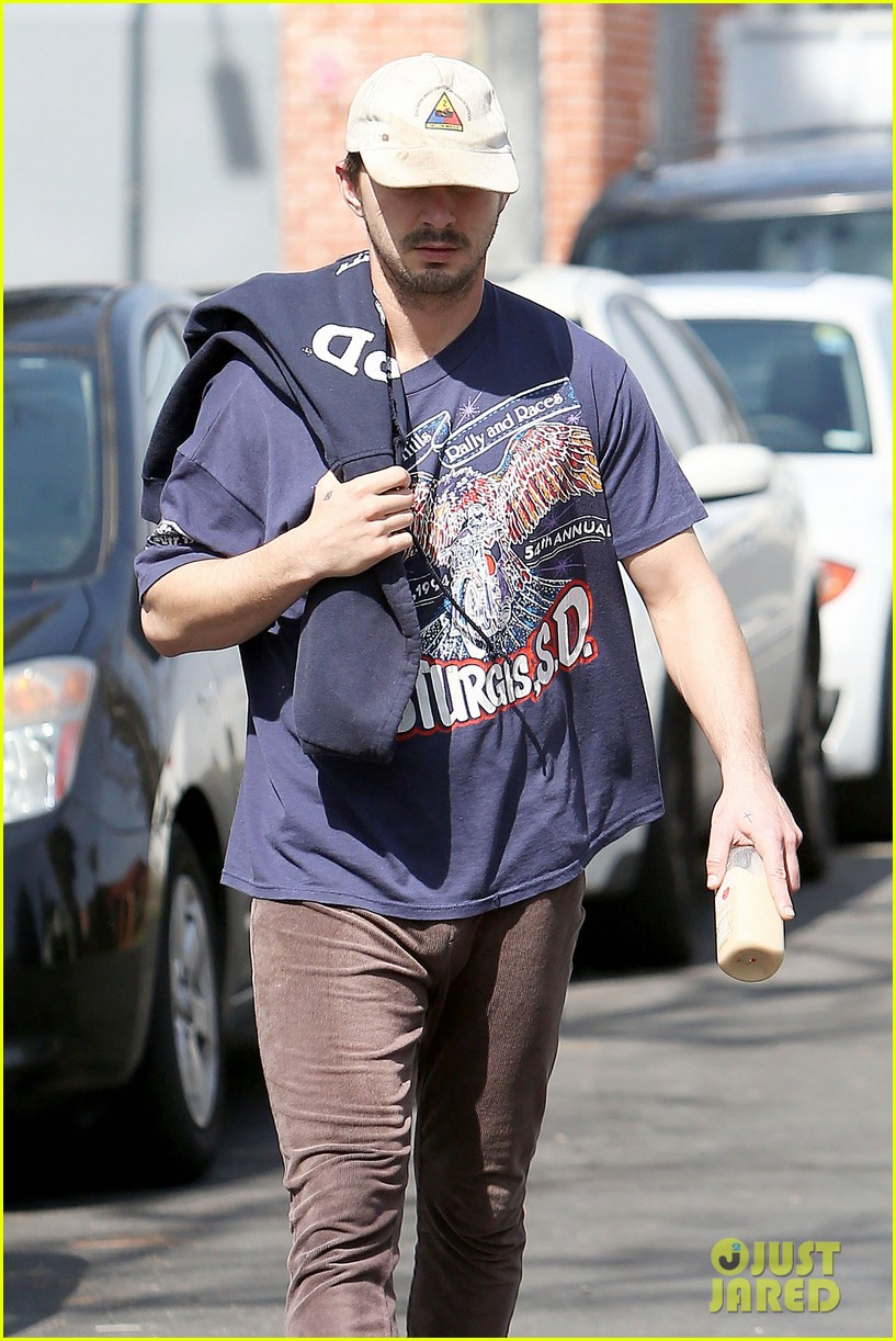 shia labeouf finds a parking ticket on his windshield after workout 17