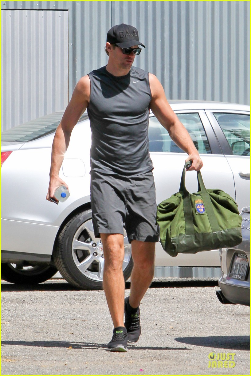 alexander skarsgard toned ready gym workout 06