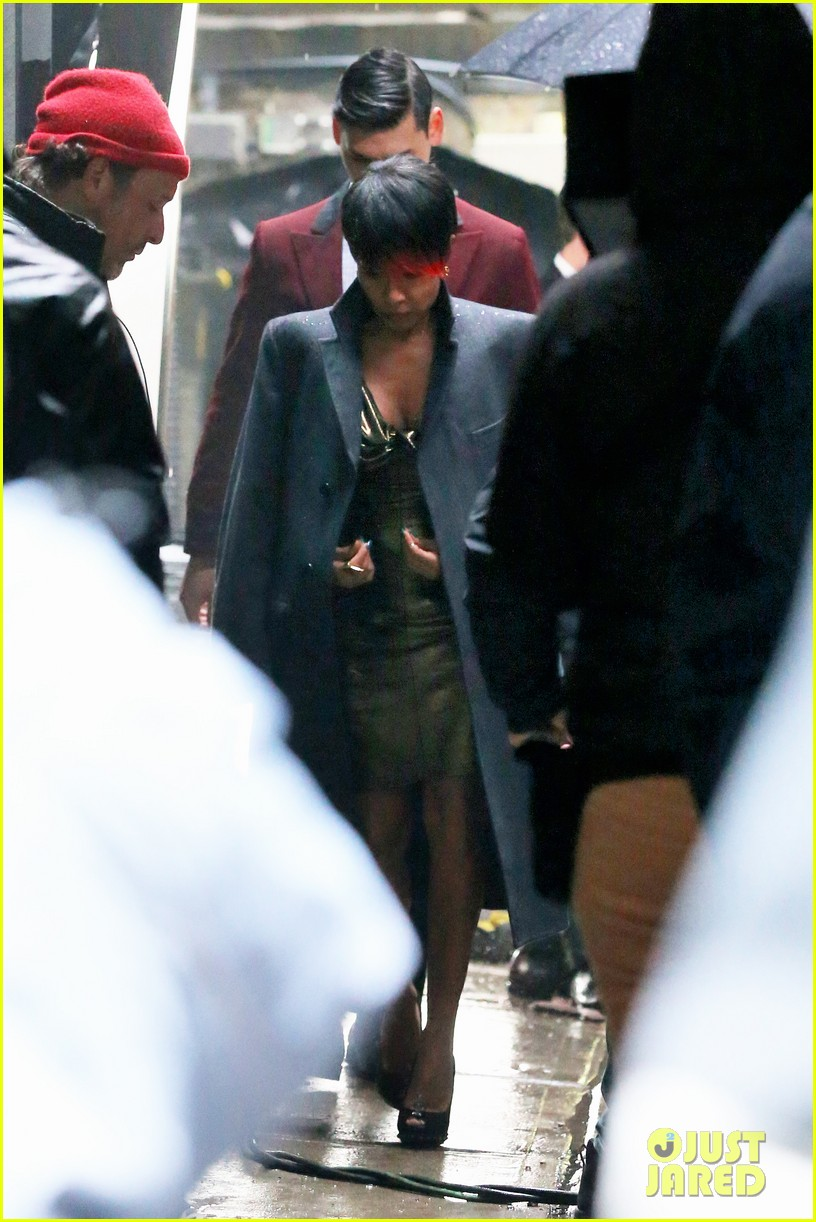 jada pinkett smith debuts red tipped hair sexy outfit for gotham 03