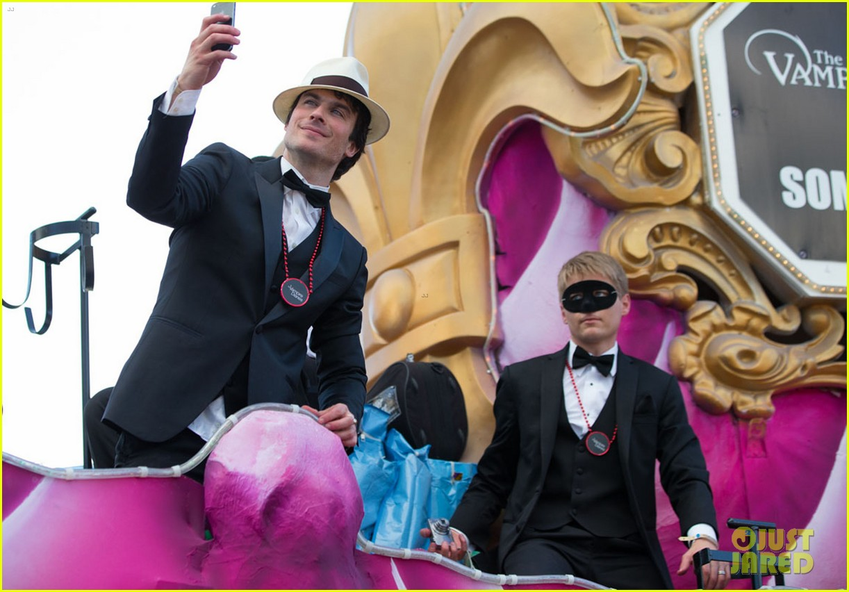 ian somerhalder norman reedus throw mardi gras beads in new orleans 033063287