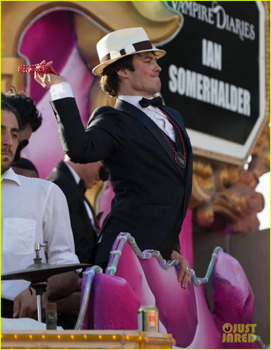 ian somerhalder norman reedus throw mardi gras beads in new orleans 08