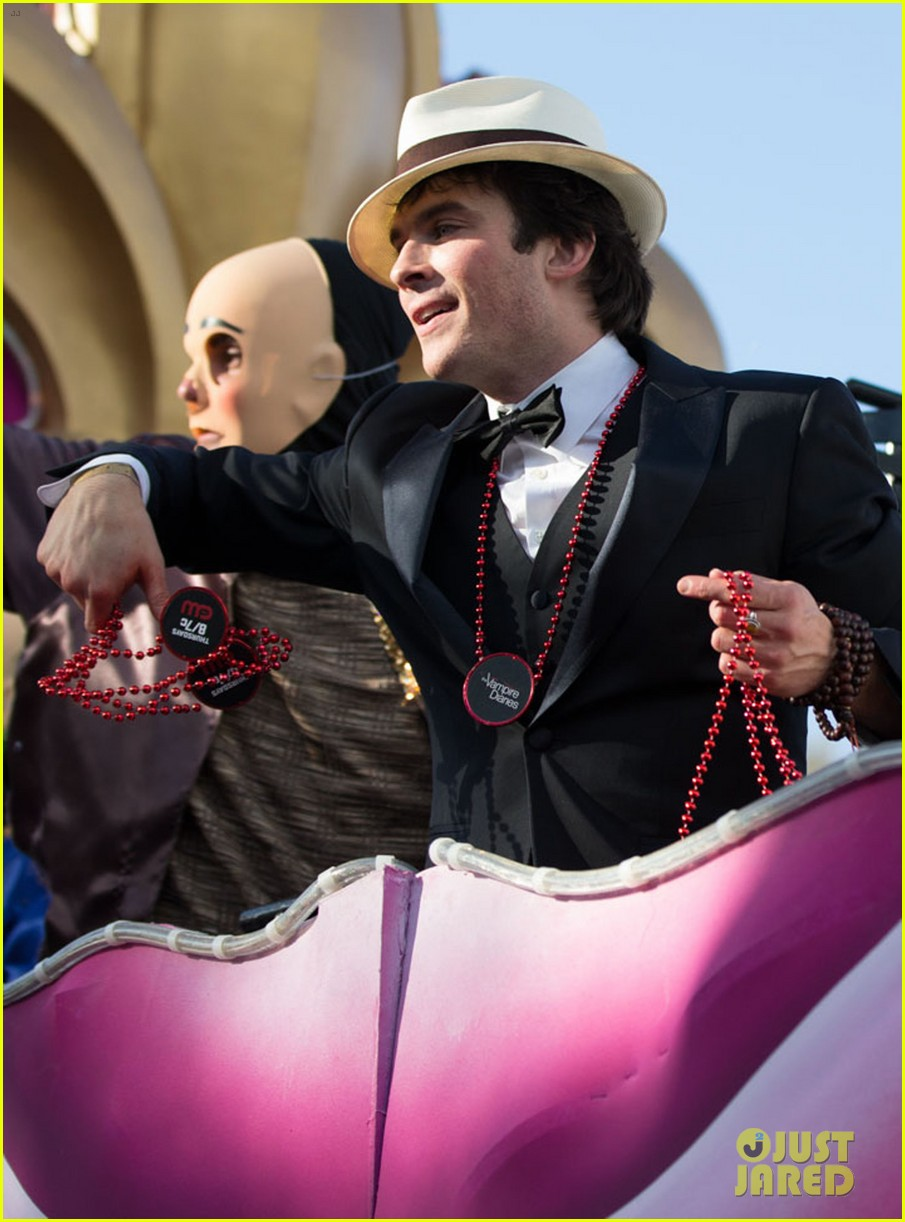 ian somerhalder norman reedus throw mardi gras beads in new orleans 10