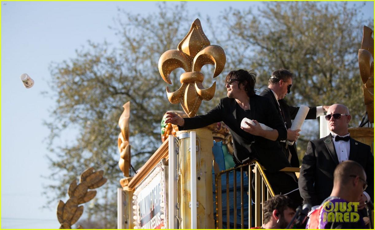 ian somerhalder norman reedus throw mardi gras beads in new orleans 23