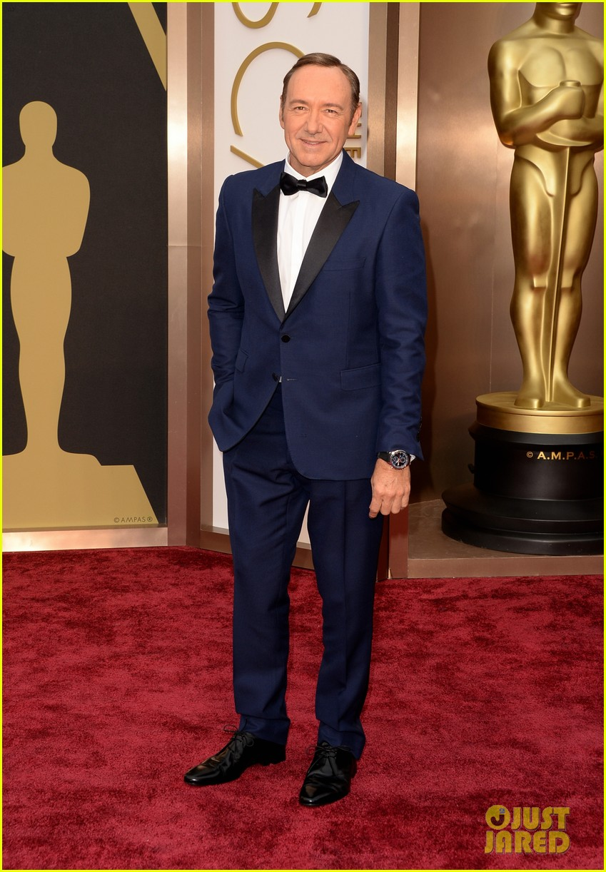 kevin spacey oscars 2014 red carpet 04
