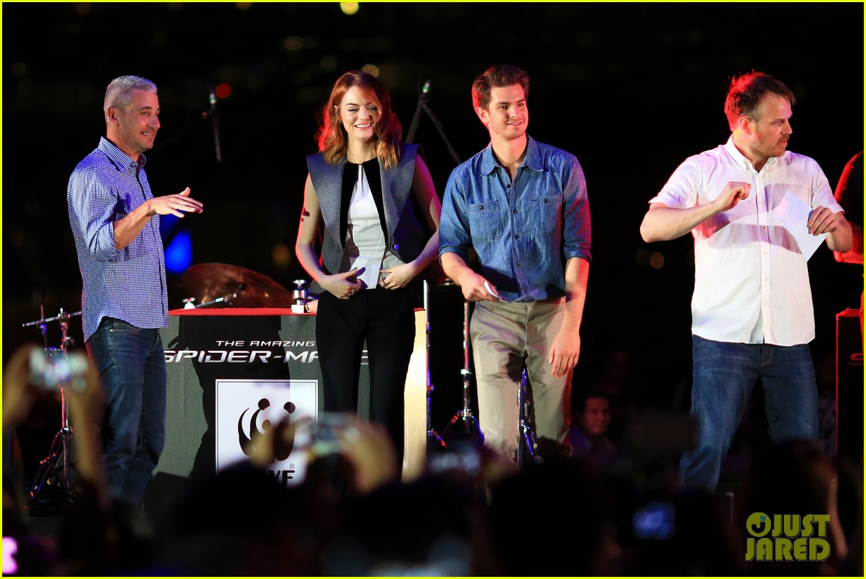 emma stone andrew garfield hold hands at earth hour kick off 223081093