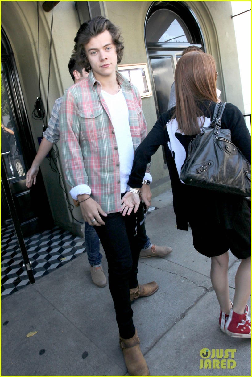harry styles lunches in los angeles without one direction 20