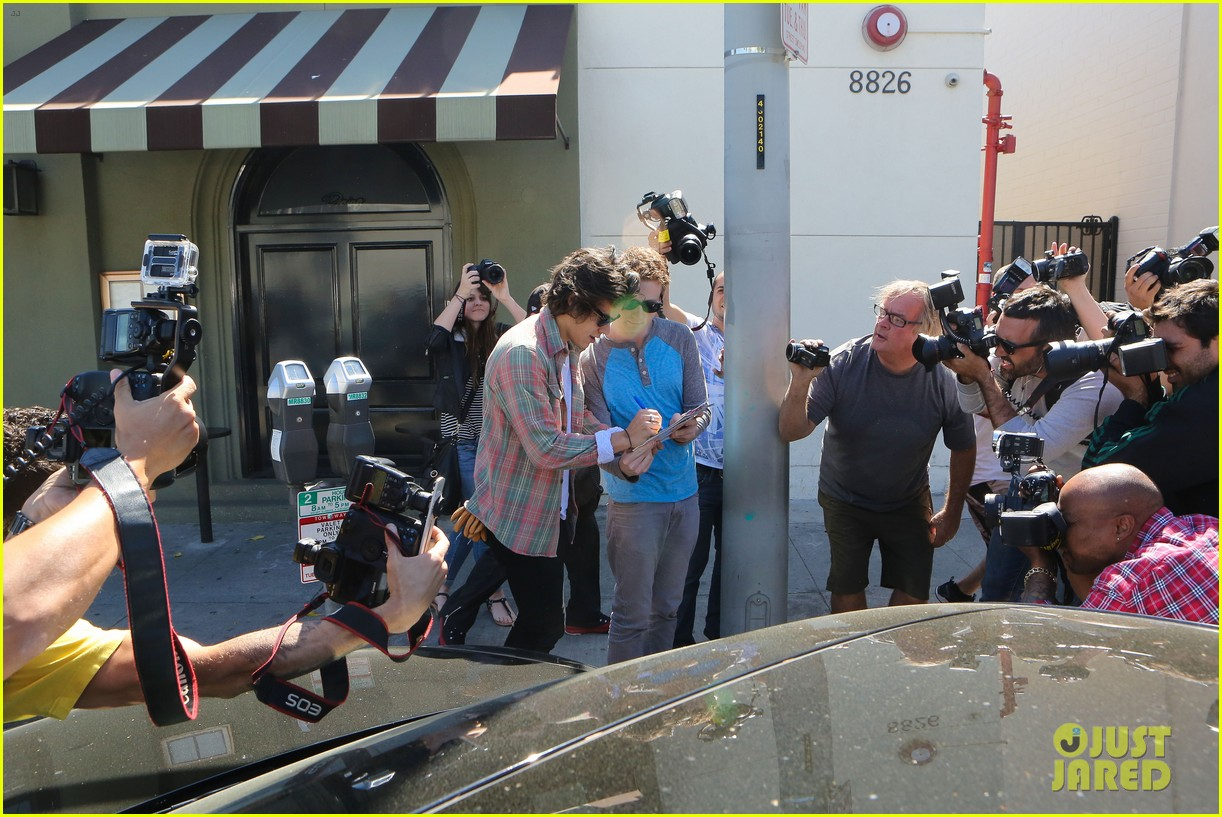 harry styles lunches in los angeles without one direction 293070627