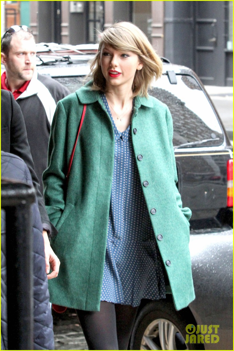taylor swift grabs lunch with model lily aldridge 123080633