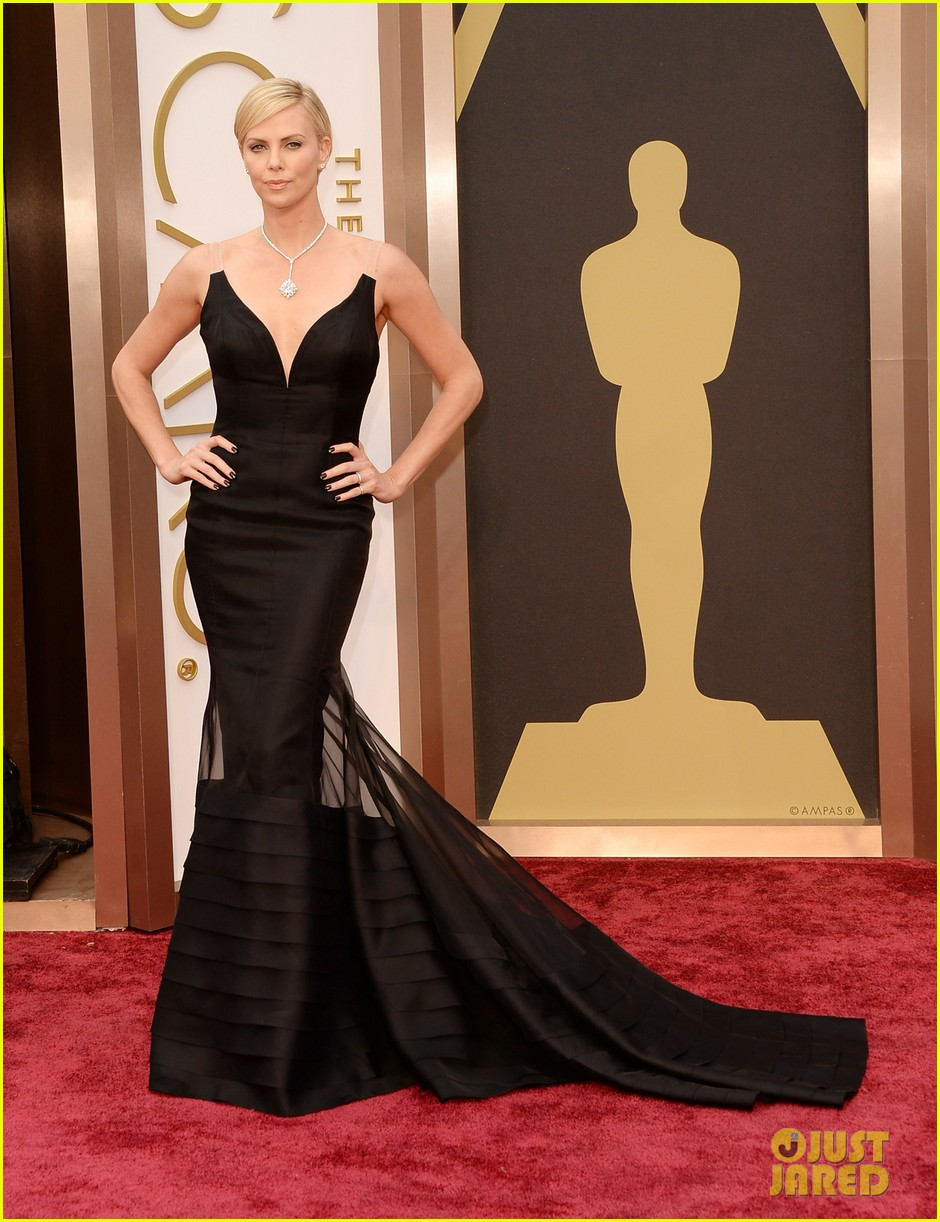 charlize theron stuns in dior on oscars 2014 red carpet 023063846