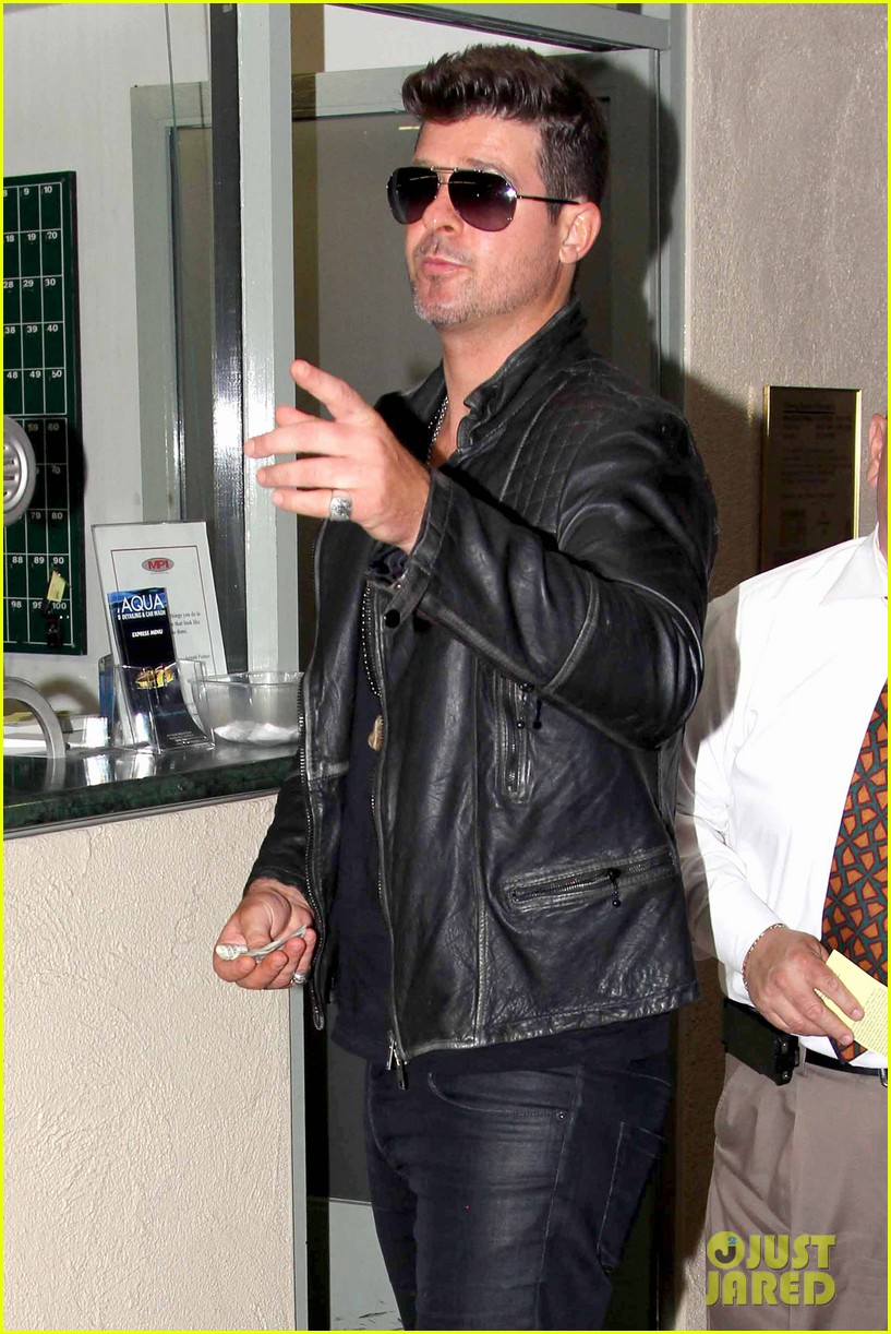 robin thicke partied with leonardo dicaprio for 37th birthday 11