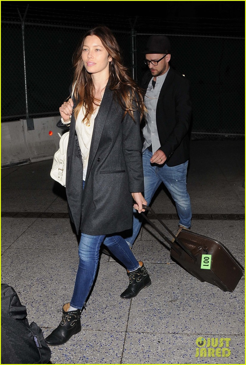 justin timberlake jessica biel home from barbados 043079389