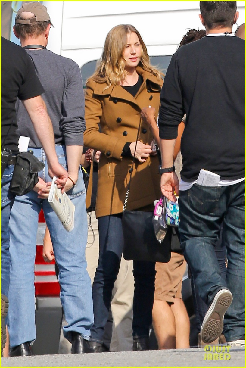 emily vancamp josh bowman wrapped up 033078124