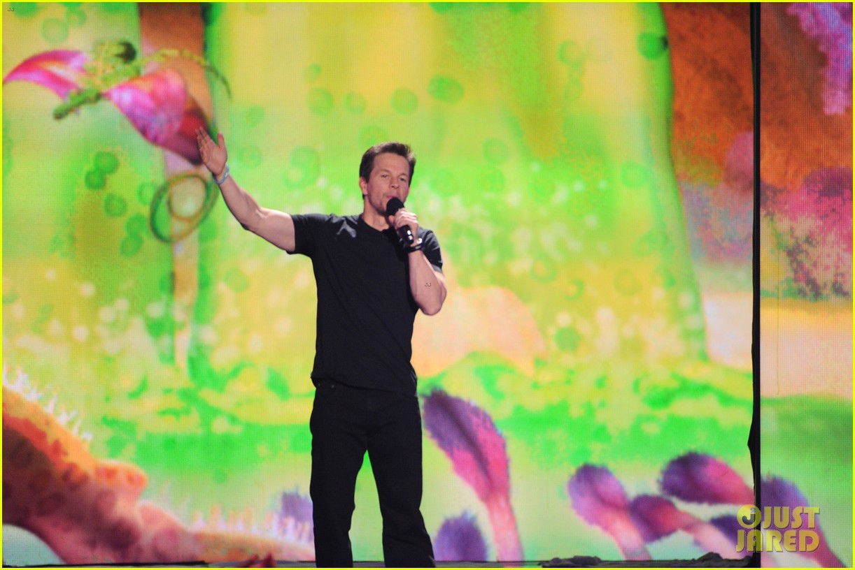 mark wahlberg kids choice awards 2014 043081332