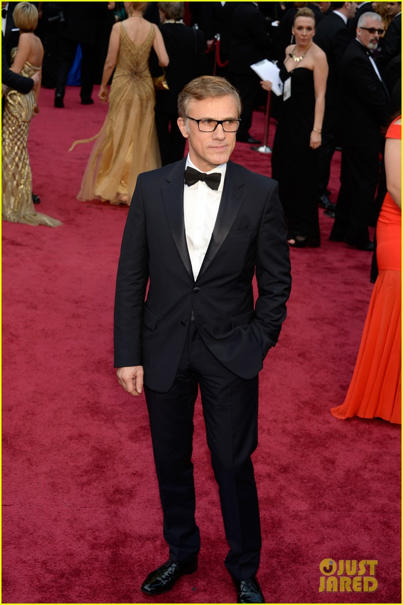 christoph waltz presents to lupita nyongo at oscars 2014 033064175