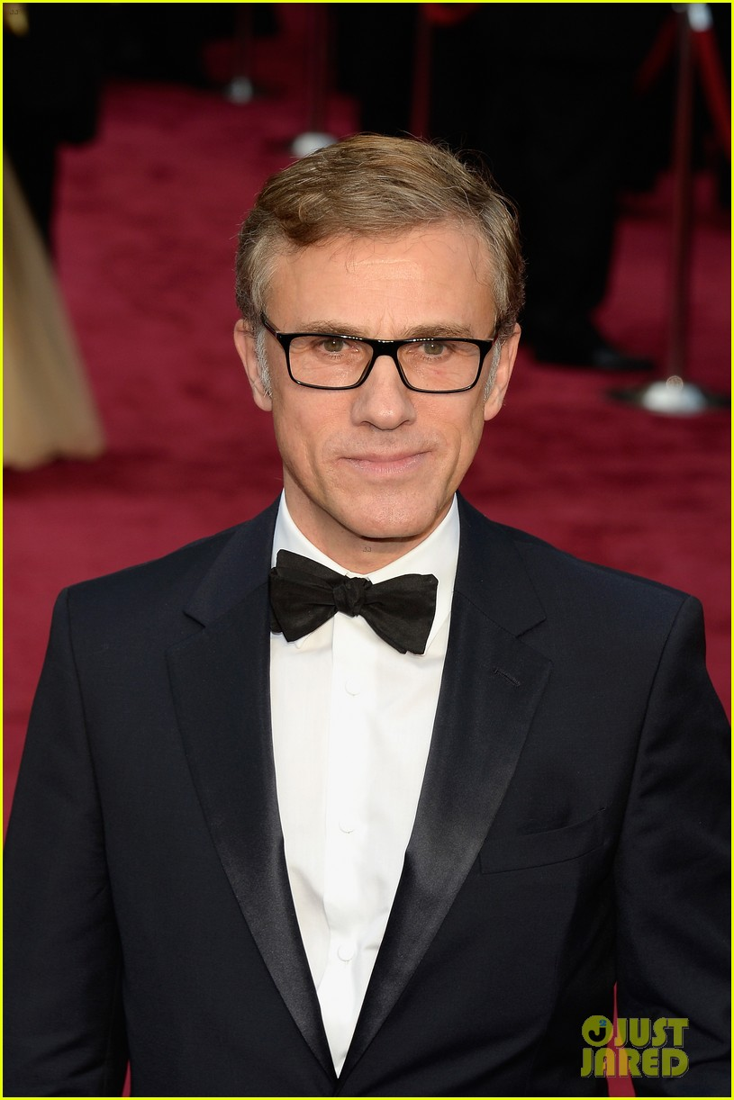 christoph waltz presents to lupita nyongo at oscars 2014 063064178