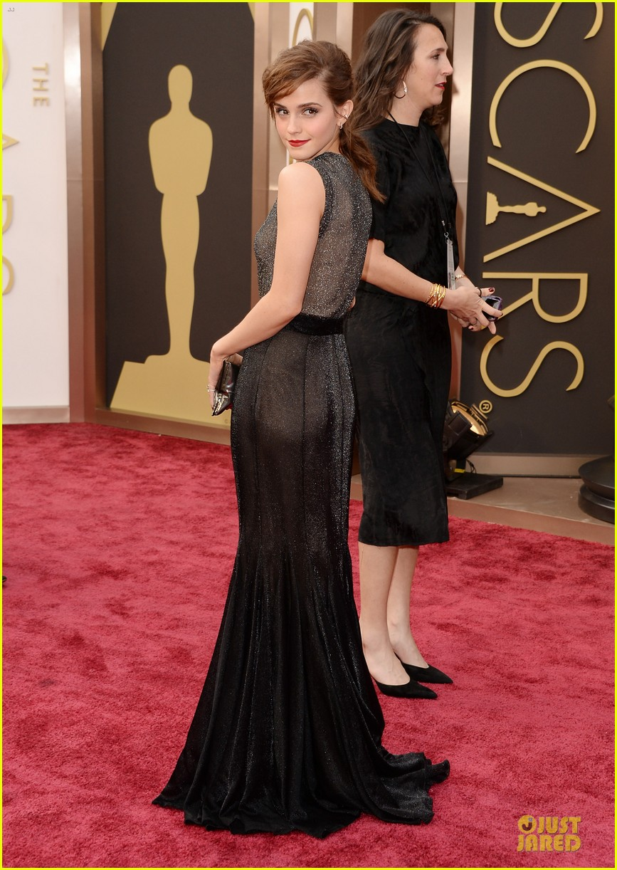 emma watson rocks metallic on oscars 2014 red carpet 01