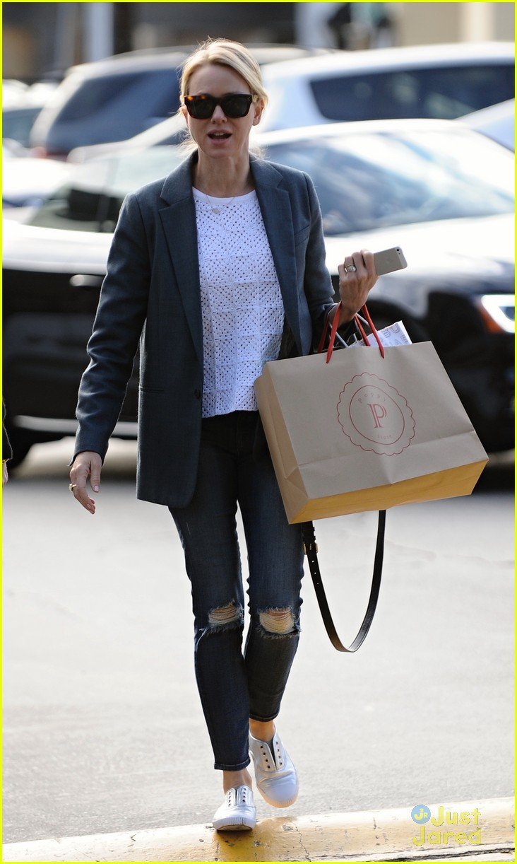 naomi watts trades glam for casual after oscars053068920