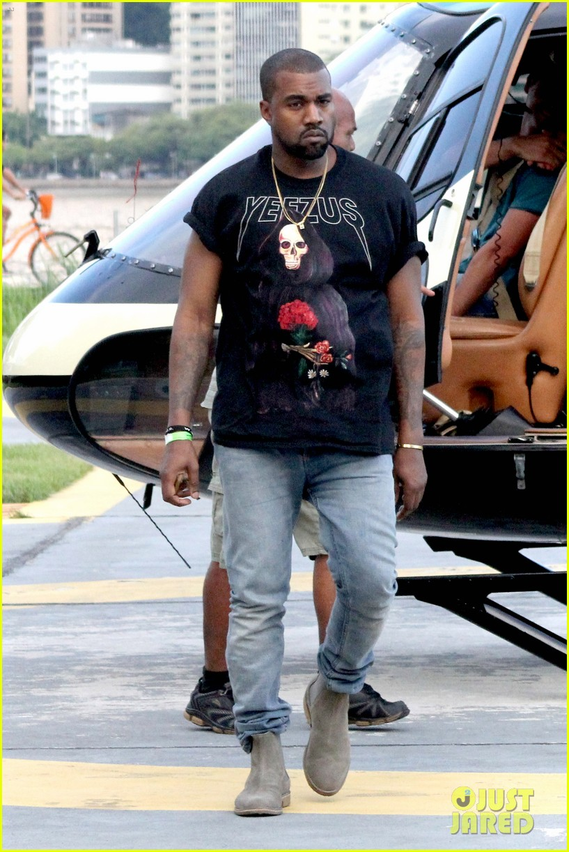 kanye west helicopter tour rio 21