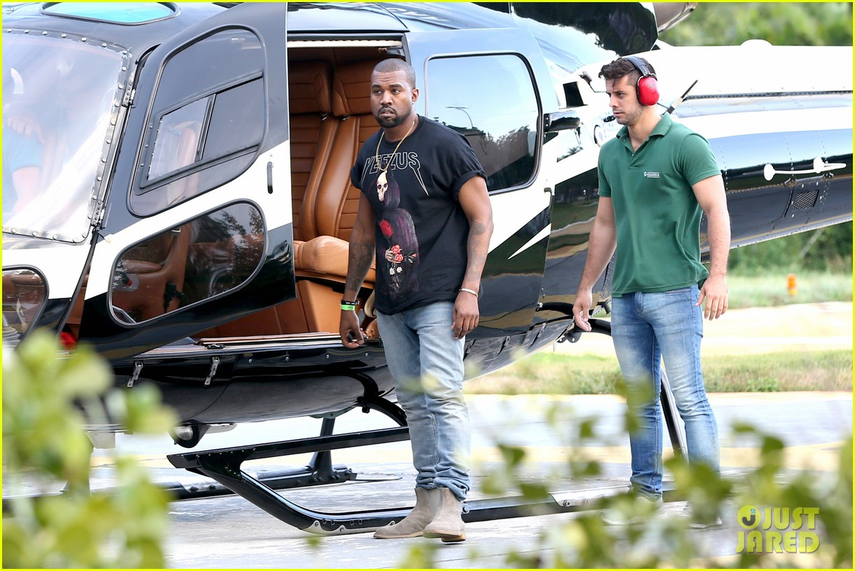 kanye west helicopter tour rio 25