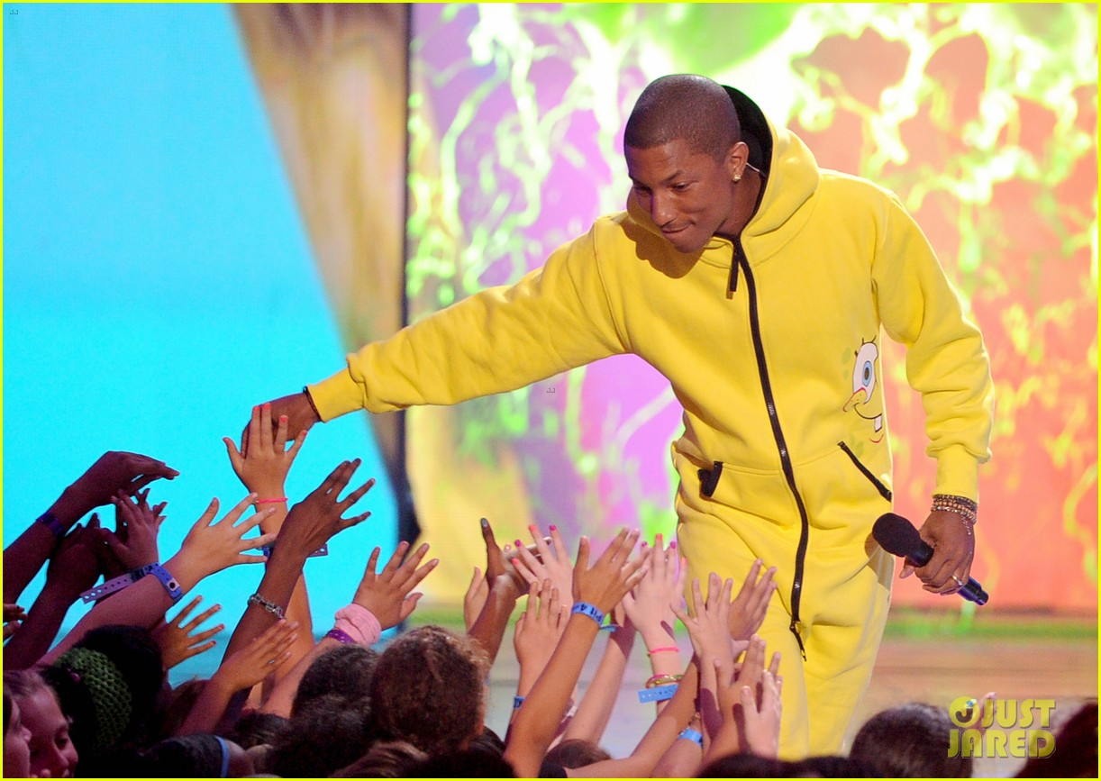 pharrell williams gets slimed at kids u0027 choice awards 2014 photo