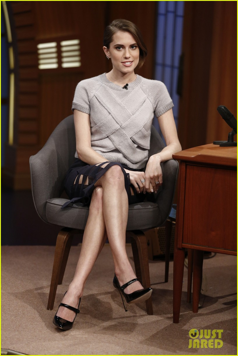 allison williams talks engagement on late night with seth meyers 033066347