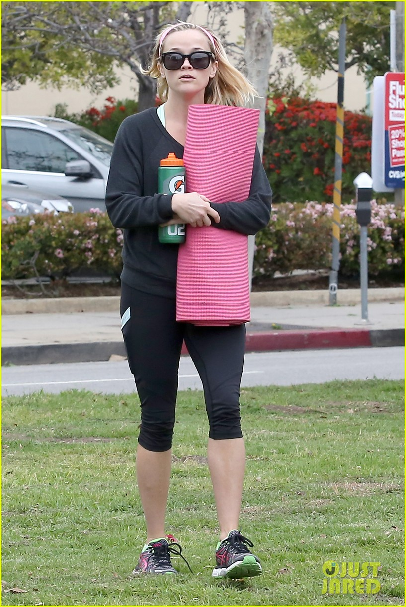 reese witherspoon naomi watts yoga partners 013079131